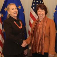 Ashton et Clinton, visite féminine dans les Balkans