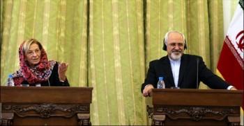 La ministre italienne E. Bonino et son homologue iranien Zarif (crédit : ministère italien des Affaires étrangères)