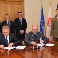 Contrat de véhicules en Pologne et hélicoptères pour la Lituanie