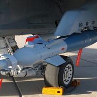 Mettre en commun les bombes guidées de précision. Un projet à 8