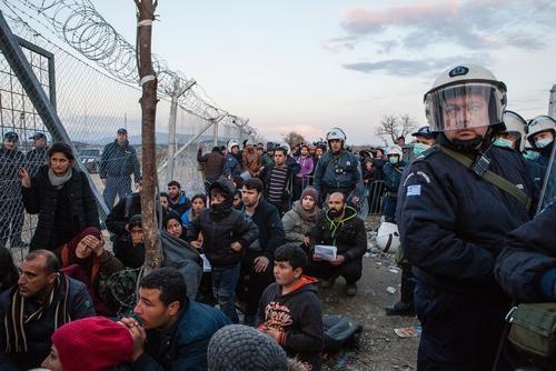 A la frontière entre Grèce et Fyrom (Macédoine) (Crédit : MSF)