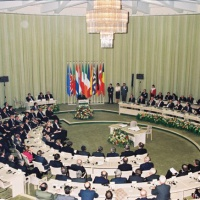 1992. Le traité de Maastricht sème les bases de la PESC