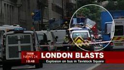 Le 7 juillet 2005 une bombe frappe un bus à Londres (crédit : BBC)