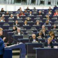 Une armée (européenne) montrerait au monde qu'entre (nous) il n'y aurait plus de guerre (Angela Merkel)