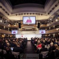 Entre Européens et Américains, entre Merkel et Pence, davantage qu'une nuance, une opposition
