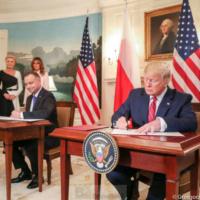 Les USA mettent 1000 soldats de plus pour une présence 'durable' en Pologne. Trump et Duda signent