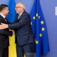 Zelensky accueilli à bras ouverts à Bruxelles