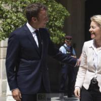 Ursula von der Leyen fait son premier déplacement 'officiel' à Paris. Un signe de bonne entente ?