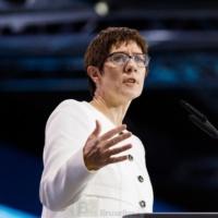Porte-avion commun, siège commun au Conseil de sécurité… La foire aux bonnes idées de Annegret Kramp-Karrenbauer