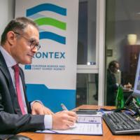 Droits fondamentaux, recrutement de garde-frontières, transparence… L'agence Frontex doit être plus efficace