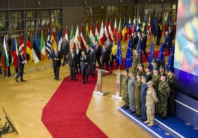 L'enthousiasme de 2017 pour la coopération structurée permanente semble être retombé - les chefs d'état et de gouvernement lors de la cérémonie de lancement de la PESCO (crédit : Conseil de l'UE)