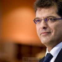 Nous devons constituer un stock stratégique de matériel médical (Janez Lenarčič)