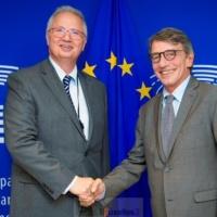 Trocsanyi et Plumb éjectés. 'Incapables d'occuper un poste de commissaire européen' dit le Parlement européen (v2)